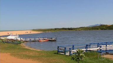 Inea apura denúncias de crime ambiental na Lagoa de Imboassica, em Macaé, no RJ - Assista a seguir.