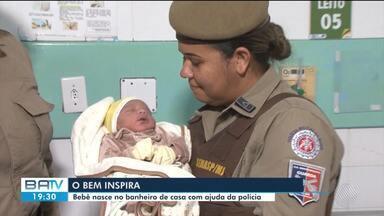 Mulher dá à luz em banheiro de casa com ajuda de policial militar, em Feira de Santana - Mãe e filho estão internados em maternidade e passam bem, apesar do susto.