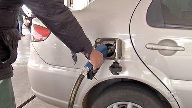 Aumento do dólar interfere no preço dos combustíveis - Na última semana, Petrobras elevou o preço médio da gasolina nas refinarias em 1,5%.