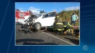 Seis pessoas ficam feridas em acidente na Rodovia Comandante João Ribeiro de Barros - Colisão frontal envolveu caminhonete e carro no trecho entre Osvaldo Cruz e Parapuã.