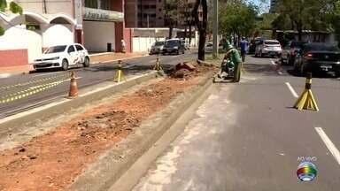 Obras interferem no fluxo de veículos na Avenida Washington Luiz - Mudanças afetam o cruzamento de ruas pelo canteiro central em Presidente Prudente.