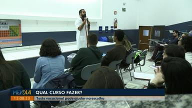 Universidade em Londrina ajuda estudantes do Ensino Médio a escolher curso - A universidade oferece uma experiência para estudantes do ensino médio que pode ajudá-los a decidir para qual curso prestar o vestibular.