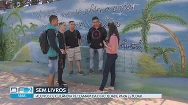 Falta de livros didáticos na rede pública do DF - Alunos de Ceilândia reclamam que, até hoje, não receberam os livros de Português e Matemática. Um problema que atrapalha os estudantes que estão se preparando para o Enem e o vestibular.