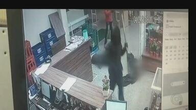 Quadrilha rende funcionários e assalta mercado em Cerquilho - Crime foi na noite de terça-feira (4), na avenida João Pilon.