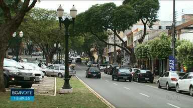 Decreto permite que comerciantes abram lojas até as 22h em Umuarama - A abertura é facultativa. Horário estendido de segunda a sábado divide opiniões na cidade.
