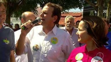 Eduardo Paes (DEM) faz campanha em São Pedro da Aldeia, no RJ - Assista a seguir.