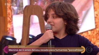 Menino de 11 anos deixa recado para fumantes 'porcalhões' - Luís Fernando ficou incomodado ao ver tantas bitucas de cigarro no chão e começou a deixar bilhetes incentivando o descarte correto