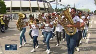 Banda de escola estadual participa há 20 anos do desfile de 7 de Setembro - Banda é formada por alunos e ex-alunos da escola, localizada no Alto José Bonifácio