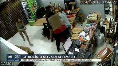 Mulher morre em assalto a bar no assentamento 26 de Setembro - Eliane Cristine Monteiro, de 37 anos, foi baleada e morreu no local. Outras duas pessoas ficaram feridas. A polícia prendeu Samuel da Silva Alves, de 25 anos, e apreendeu uma adolescente que participou do assalto. Um homem está foragido.