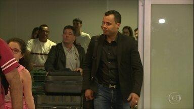 Jair Ventura desembarca em São Paulo para assumir o comando do Corinthians - Jair Ventura desembarca em São Paulo para assumir o comando do Corinthians