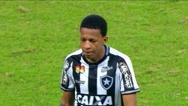 Gustavo Buchecha aguarda estreia no Maracanã em clássico entre Botafogo e Fluminense - Gustavo Buchecha aguarda estreia no Maracanã em clássico entre Botafogo e Fluminense
