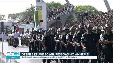 Desfile de 7 de Setembro reúne 30 mil pessoas no Anhembi - Neste dia 7 de setembro - dia do tradicional desfile cívico e militar no Sambódromo do Anhembi - 30 mil pessoas lotaram as arquibancadas para celebrar a independência do Brasil. Nove mil estudantes e militares participaram.