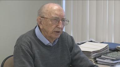 Funcionário completa 80 anos de trabalho na mesma empresa em Brusque - Funcionário completa 80 anos de trabalho na mesma empresa em Brusque