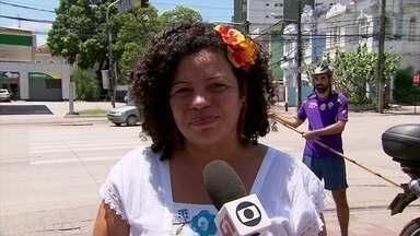 Dani Portela, do PSOL, faz campanha durante o Grito dos Excluídos, no Recife - Candidata ao governo estadual estava acompanhada da candidata à vice, Gerlane Simões, do PCB.