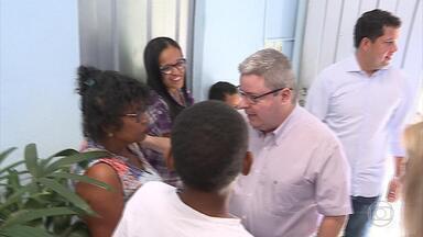 Anastasia faz campanha na Associação de Diabetes Infantil - Ele é candidato ao governo de MG pelo PSDB