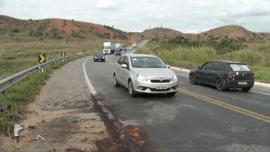 Cinco pessoas morrem e três ficam feridas em acidente na BR-381, em Naque - Segundo o Corpo de Bombeiros, um carro e uma caminhonete bateram de frente; vítimas morreram no local e os feridos foram encaminhados ao hospital de Ipatinga.