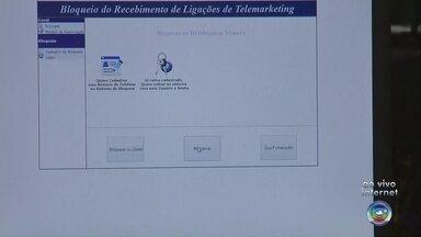Procon oferece cadastro para bloquear ligações de telemarketing - O Procon oferece um cadastro de bloqueio para quem deseja deixar de receber ligações de telemarketing. Desde 2009 já foram autuadas 371 empresas e 1,8 milhões de telefones foram cadastrados por consumidores que não querem receber esse tipo de telefonema. Os interessado em incluir o número de telefone na lista de bloqueios devem acessar ao site: http://www.procon.sp.gov.br/BLOQUEIOTELEF/