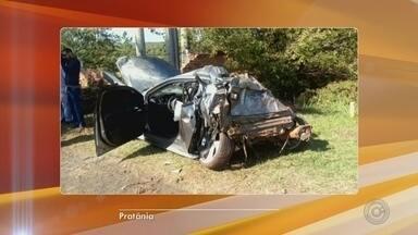 Motorista fica ferido após capotar carro em rodovia de Pratânia - Um homem ficou ferido após um acidente na Rodovia João Mellão, próximo a Pratânia, na manhã de domingo (9). De acordo com informações da Polícia Rodoviária, o motorista perdeu o controle do veículo e capotou próximo ao quilômetro 206.