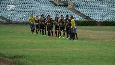 Com time improvisado com três goleiros, Dirceu entra em campo pelo Piauiense sub-17 - Com time improvisado com três goleiros, Dirceu entra em campo pelo Piauiense sub-17