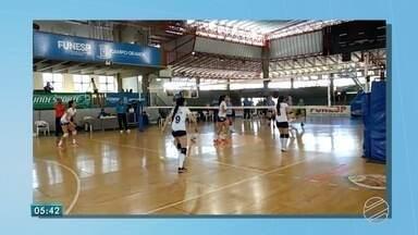 Esportes: vôlei, natação e futsal em destaque - Fim de semana de competições em quadras e na piscina.