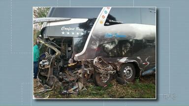 Ônibus com torcedores do sudoeste se envolve em acidente no Rio Grande do Sul - Motoristas do ônibus e da caminhonete morreram.