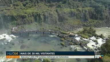 Cataratas do Iguaçu recebem mais de 30 mil visitantes no feriadão - Mais de um milhão e duzentos mil turistas visitaram o Parque este ano