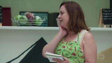 Rosália decide passar um tempo em Barreirinhas - Ela diz a Maria Alice e Pérola que quer passar uns dias com a irmã. As duas adoram saber que vão ficar sozinhas no apartamento