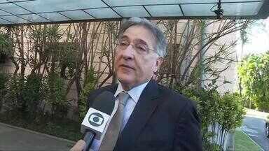 Candidato a reeleição Fernando Pimentel (PT) cumpre compromissos de campanha em BH - Primeiro compromisso foi no Palácio da Liberdade.
