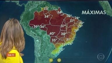 Chuva continua no Norte do país - A meteorologia também prevê chuva para o litoral nordestino e Santa Catarina. Na região central do país o calor predomina nesta terça-feira.