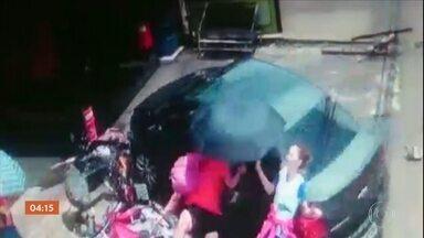 Perseguição termina com dois feridos em Camaragibe (PE) - Segundo a polícia, um esquema foi montado para prender um homem que dirigia um carro roubado.