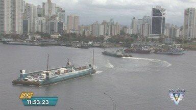 Travessia de balsas entre Santos e Guarujá teve filas e longa espera durante a manhã - Equipamentos quebrados causaram demora para os motoristas.