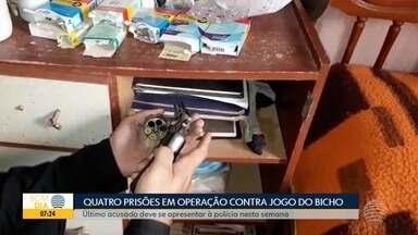 Polícia analisa materiais apreendidos em operação - Foram presas pessoas suspeitas de envolvimento com o jogo do bicho.