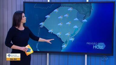 Tempo: chove em todas as regiões do RS e há possibilidade de temporal nesta sexta (14) - A previsão, ainda, é de vendaval e granizo em algumas cidades.