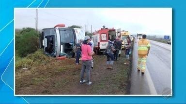 Ônibus tomba entre Dourados e Caarapó - Acidente foi na BR-163, na manhã desta sexta-feira (14).