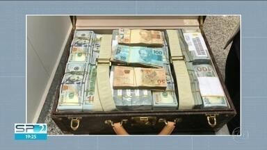 Polícia Federal apreende mais de 16 milhões de dólares em Viracopos - Fortuna estava em avião fretado da Guiné Equatorial.