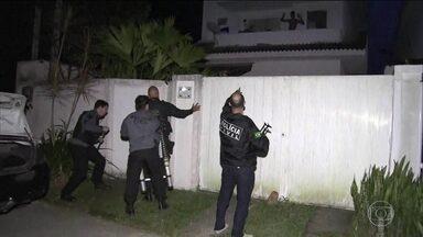 Polícia Civil e MP fazem operação para prender quadrilha que aplicava golpes bancários - Em um ano, bandidos desviaram cerca de R$30 milhões de contas bancárias. A quadrilha aplicava golpes pela internet e pelo telefone, o grupo tinha informações privilegiadas sobre os clientes.