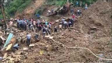 Tufão nas Filipinas pode ter deixado até 100 pessoas soterradas dentro de mina - Já são 33 mortos e 29 desaparecidos. Governo acredita que até 100 pessoas podem ter ficado presas dentro dessa mina. Dois mineiros conseguiram escapar rastejando por um antigo túnel que estava fechado. A mina fica no norte das Filipinas.