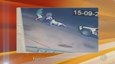 PM baleado em Palestina durante ocorrência recebe alta de hospital - Um jovem de 18 anos foi preso depois que tomou a arma de um policial militar e atirou contra o PM durante o atendimento a uma ocorrência em Palestina (SP), no sábado (15). O PM foi encaminhado ao centro cirúrgico do Hospital de Base de Rio Preto (SP), onde precisou ficar internado, mas foi liberado neste domingo (16).