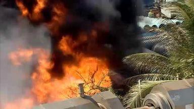 Incêndio inicia em sede da Cagece e se alastra para fábrica de roupas no Planalto Pici - Saiba mais em g1.com.br/ce