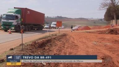 Obras de melhorias na BR-491 causam transtornos na entrada de Alfenas, MG - Obras de melhorias na BR-491 causam transtornos na entrada de Alfenas, MG