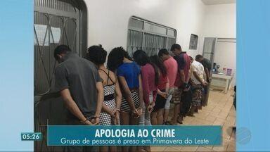 Polícia prende pessoas em velório acusadas de apologia ao crime - Polícia prende pessoas em velório acusadas de apologia ao crime
