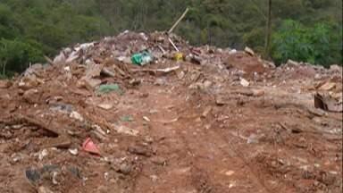 Área de proteção ambiental em Suzano é usada para descarte irregular há cerca de sete anos - Os moradores que presenciarem este crime sendo cometido podem fazer denúncias ao 153.