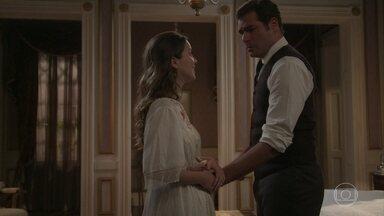 Darcy se emociona ao descobrir sobre a gravidez de Elisabeta - Ernesto comemora com Ema a notícia sobre o bebê que a esposa espera