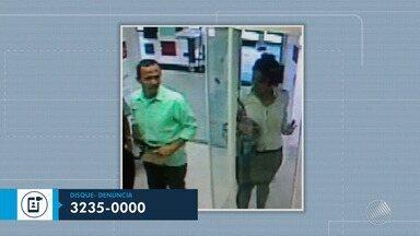 Polícia procura suspeitos envolvidos no assalto a posto bancário da Câmara de Vereadores - A câmera de segurança registrou o momento que um casal passa pela porta giratória e tira do bolso algo que parece ser uma arma.