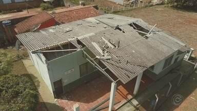 Chuva forte mobiliza trabalhos de recuperação de estragos em Capela do Alto - Já começaram os trabalhos para recuperar os estragos provocados pela chuva do fim de semana em Capela do Alto.