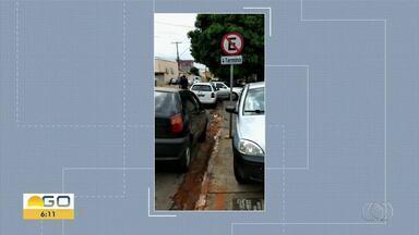 Telespectadores flagra irregularidades no trânsito em Goiânia - Carro é visto estacionado em local proibido.