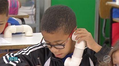 Professora da Três Lagoas utiliza o sussorrofone para estimular aprendizado - O sussorrofone ajuda crianças a aprender a a ler e a pronunciar as palavras.