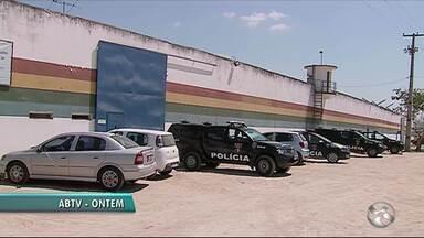 Internos fogem da Fundação de Atendimento Socioeducativo, em Caruaru - No total, 11 socioeducandos fugiram pelo portão lateral da Funase, e nove já foram capturados, diz polícia.