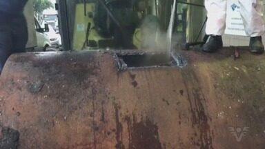Mais de 1 tonelada de cocaína é apreendida no Porto de Santos - Droga estava dentro de rolos compressores.
