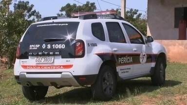 Polícia identifica mulher encontrada morta em sítio de Paraguaçu Paulista - A polícia identificou a mulher encontrada morta, nesta quarta-feira (19), em um sítio em Paraguaçu Paulista (SP). É Luciana Bastos Piedade, de 43 anos. No mesmo local também havia o corpo de um homem. A delegacia da mulher está investigando os crimes.
